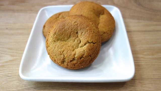 Blue Bottle Coffee: Saffron Vanilla Snickerdoodle Cookie